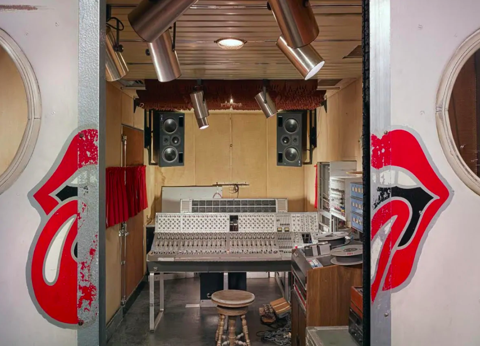 Rolling Stones Mobile studio 'might mobile'