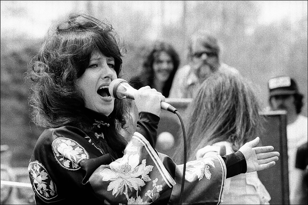 grace-slick-escape-from-house-wife