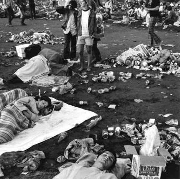 people sleeping in the trash at woodstock in 1969