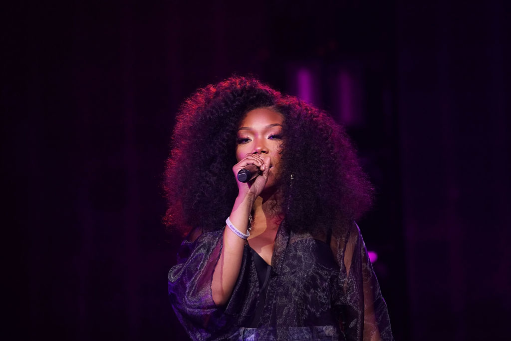 Brandy performs onstage during the Circle of Sisters' R&B Live