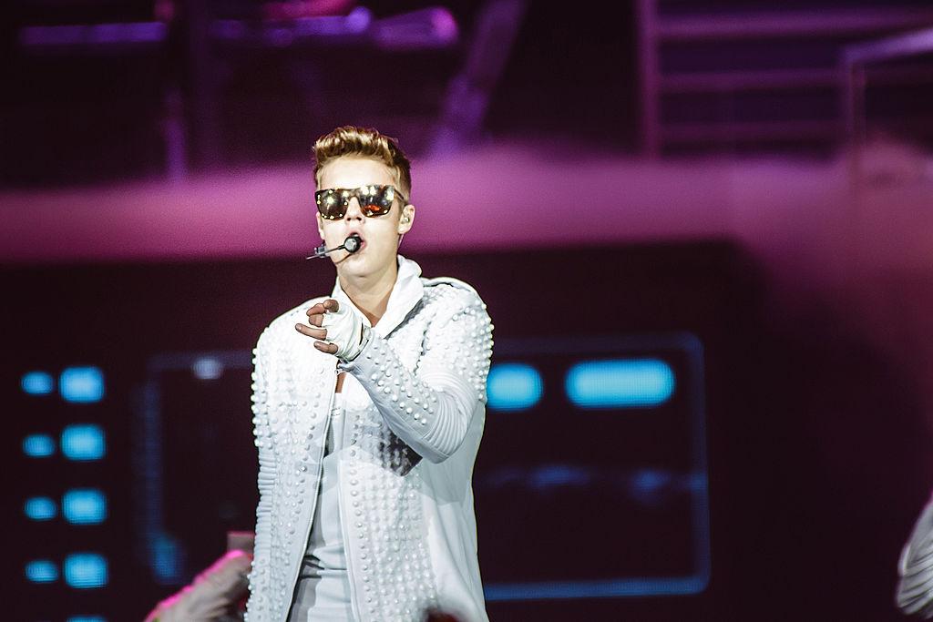 Justin Bieber perform