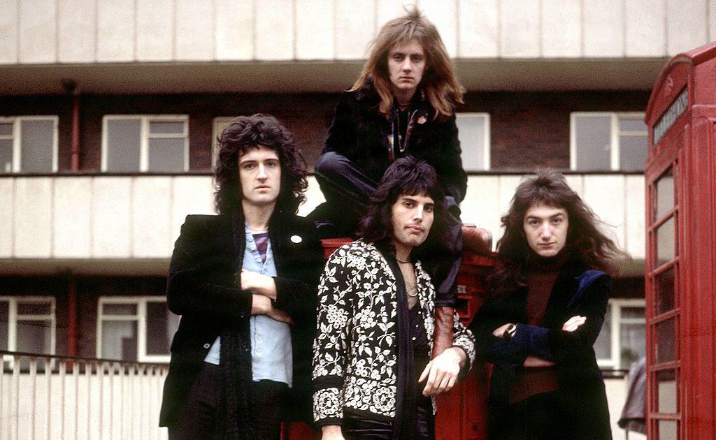 Queen in a group portrait in London