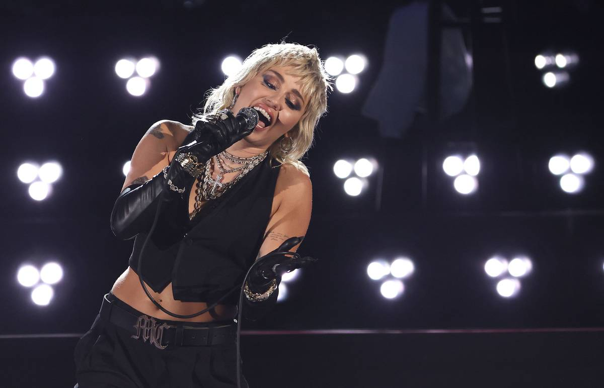 Miley Cyrus Performs A Tribute To Frontline Heroes At The 2021 NCAA Final Four