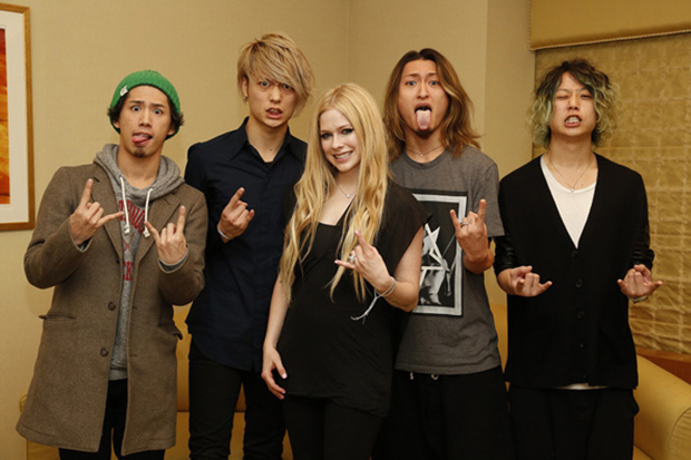 "Avril Lavigne & ONE OK ROCK's ""Listen"""