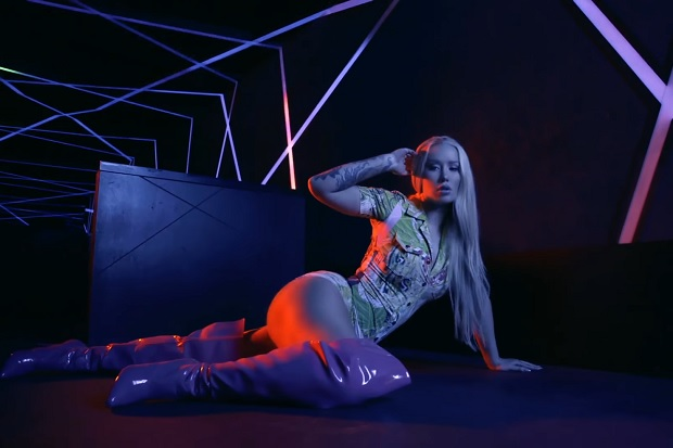 "Iggy Azalea's Eye-Popping ""Mo Bounce"" Video"