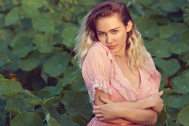 "Miley Cyrus Teases ""Malibu"" Video"