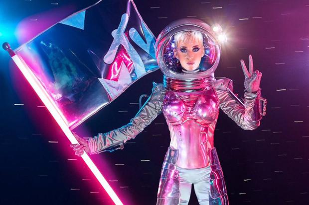 Moonwoman! Katy Perry Is Hosting The 2017 VMAs