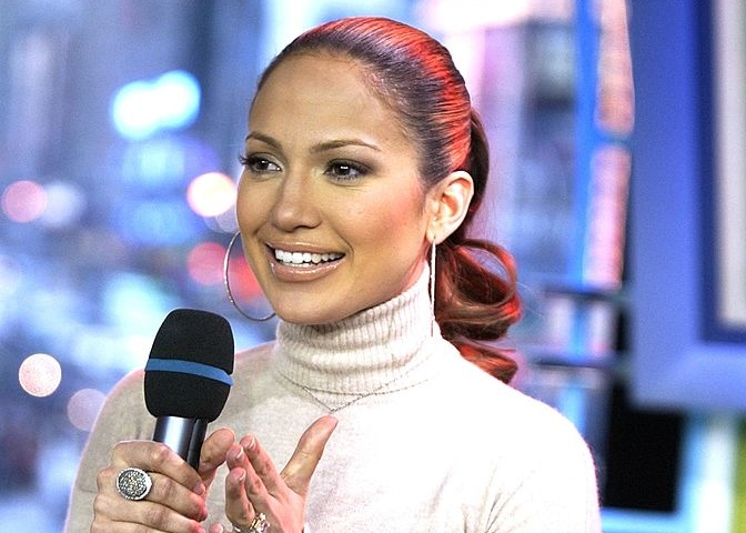 "Jennifer Lopez Sings ""Love Don't Cost A Thing"""