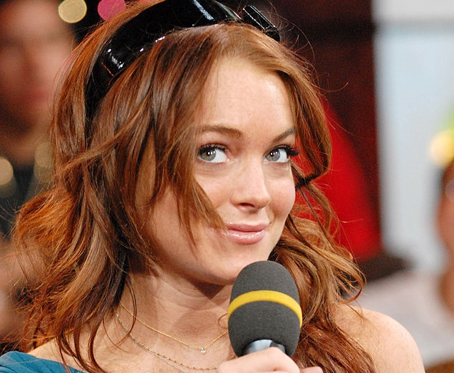 "Lindsay Lohan Sings ""I Want You To Want Me"""