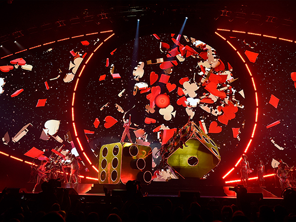 katy-perry-witness-tour-km-11.jpg