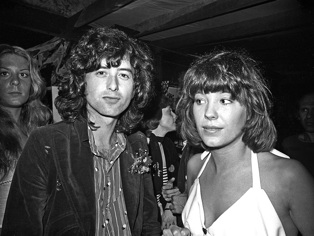 Jimmy_Page_046a_c_MOA__(with_Pamela_June_3_1973).jpg