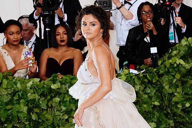 In Defense of Selena Gomez's Met Gala 2018 Look, Faux Tan Included