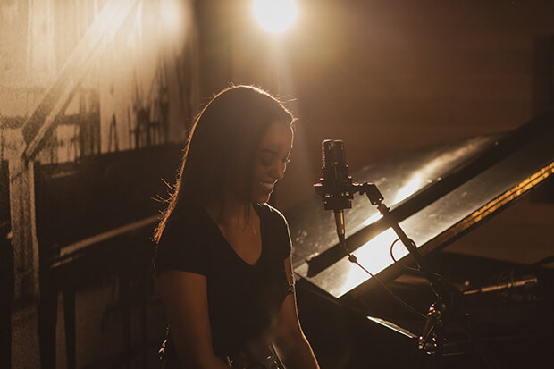 "Premiere: Ruth B. Belts Out ""Don't Disappoint Me"" In Live Video"