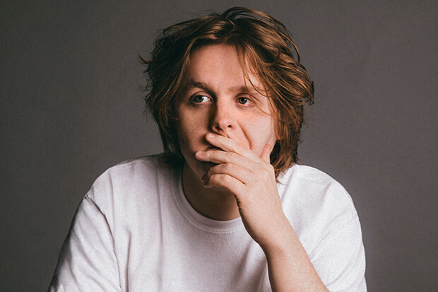 """Interview: Lewis Capaldi Talks Debut LP & """"Someone You Loved"""""""